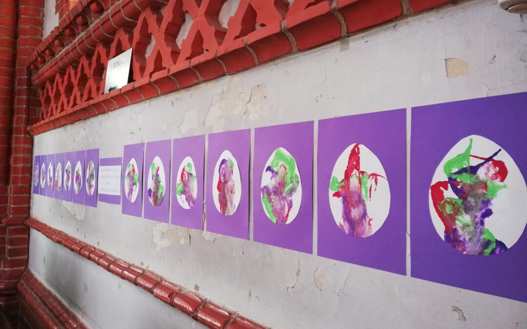 """3 """"Saulės"""" klasės mokinių darbų paroda Palangos Švč. Mergelės Marijos ėmimo į dangų bažnyčioje"""